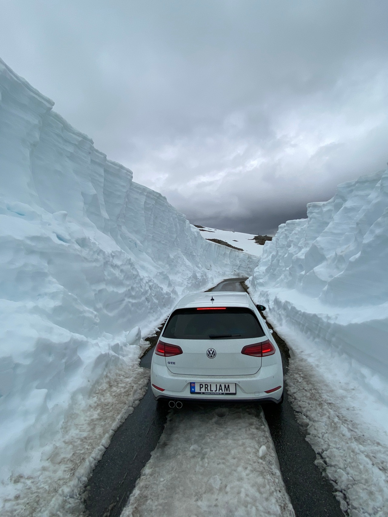How to clear Norwegian snow, a tale of epic scenic byroads, fjords, ferrys andflugelhørns!