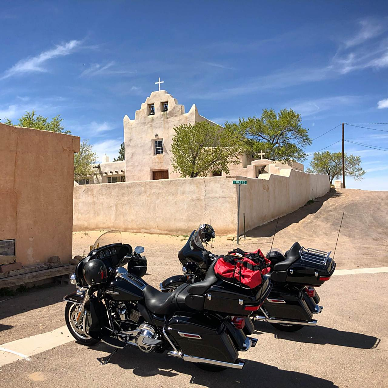 On Harley Davidsons from Albuquerque to Monument Valley via Route 66 and Canyon de Chelly