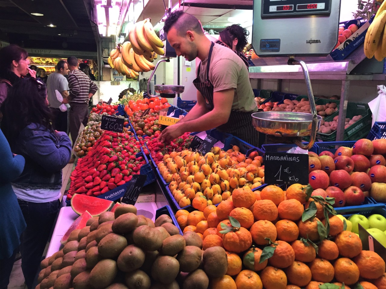 Eating our way through Alicante, Spain (and hanging out with men in pointyhats)